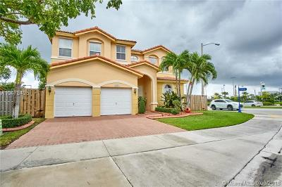 Doral Single Family Home For Sale: 8201 NW 113th Ct