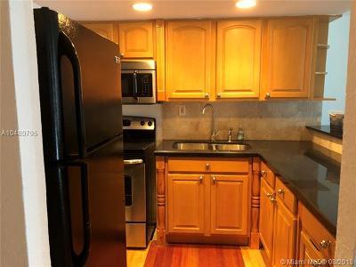 Miami Beach Condo For Sale: 5401 Collins #915