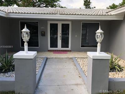 Miami Lakes Single Family Home For Sale: 6951 S Miami Lakeway S