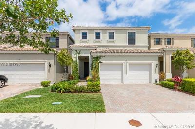 Miami Single Family Home For Sale: 639 NE 191st Ter