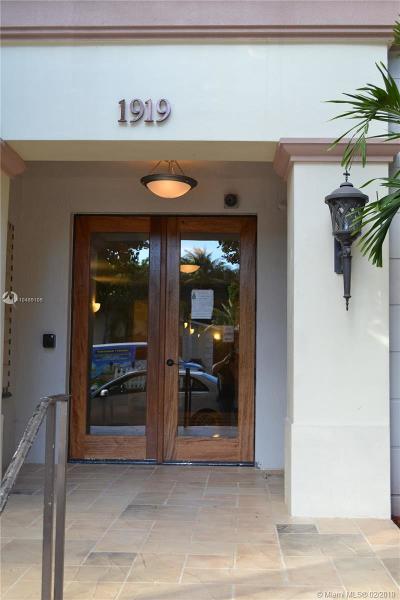 Hollywood Condo For Sale: 1919 Van Buren #116A