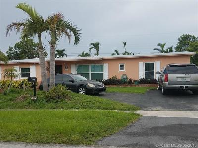 Hialeah Single Family Home For Sale: 1317 W 61st Pl