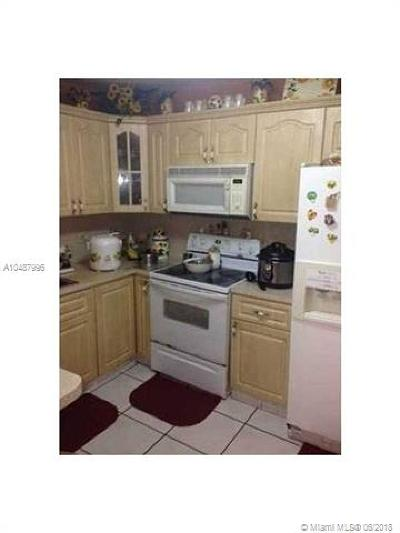 Hialeah Condo For Sale: 1460 W 43rd Pl #107