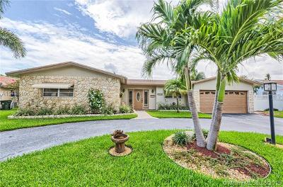 Broward County Single Family Home For Sale: 4420 NW 4th St