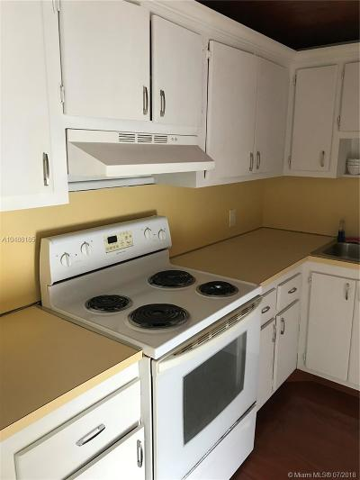 Aventura Condo Active With Contract: 20400 W Country Club Dr #214
