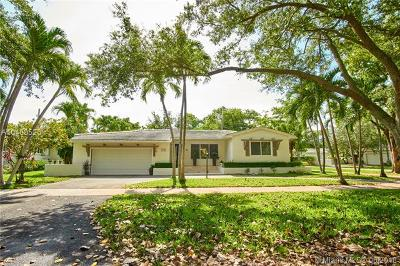Coral Gables Single Family Home For Sale: 5741 Marius St