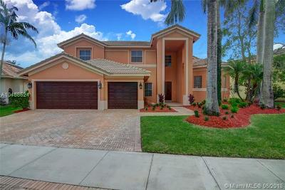 Weston Single Family Home For Sale: 1035 Waterside Cir