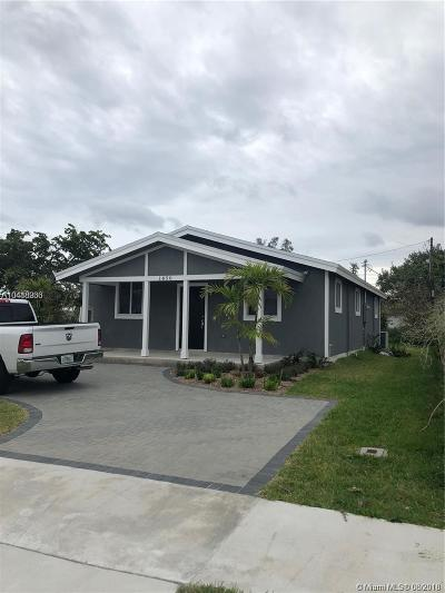 Hallandale Single Family Home For Sale: 141 NW 7th Ave