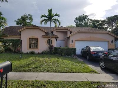 Lauderhill Single Family Home For Sale: 5255 NW 74th Ter