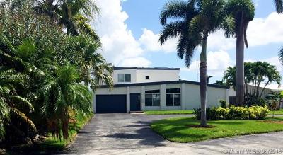 Pompano Beach Single Family Home For Sale: 2219 SE 9th St