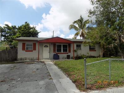 Deerfield Beach Single Family Home For Sale: 811 NE 52nd Ct