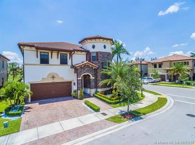 Doral Single Family Home For Sale: 8920 NW 98th Ct