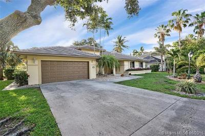 Oakland Park Single Family Home For Sale: 2940 Oak Tree Dr