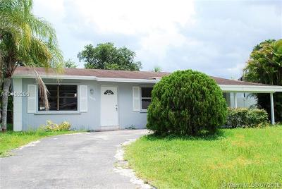 North Lauderdale Single Family Home For Sale: 7808 SW 7th St