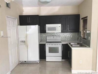 Hialeah Condo For Sale: 18320 NW 68th Ave #I