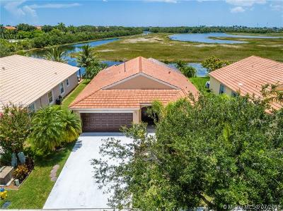 Pembroke Pines Single Family Home For Sale: 14330 NW 11th St