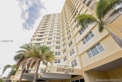 Pompano Beach Condo For Sale: 1200 Hibiscus Ave #1102