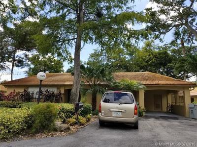 Pompano Beach Condo For Sale: 1122 W Cypress Dr #V-12