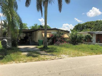 Davie Single Family Home For Sale: 13110 SW 7th Pl