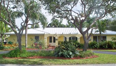 Pinecrest Single Family Home For Sale: 11125 SW 73 Ct
