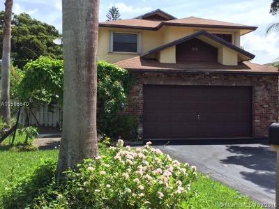 Sunrise Single Family Home For Sale: 570 SW Lakeside Cir