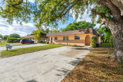 Miramar Multi Family Home For Sale: 6025 SW 34th St