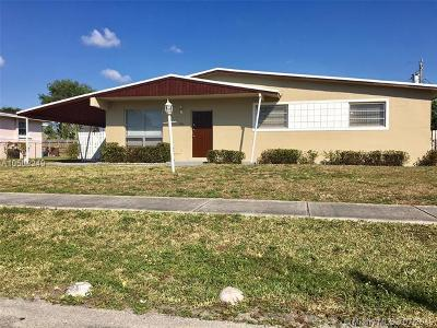 Broward County Single Family Home For Sale: 3421 SW 32nd Ct