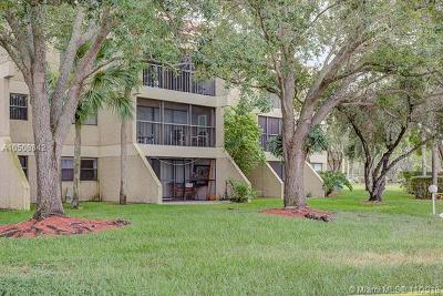 Weston Condo For Sale: 210 Lakeview Dr #304