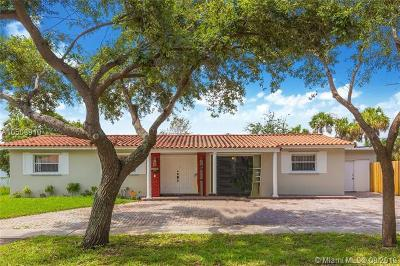 North Miami Single Family Home For Sale: 860 NE 182nd St