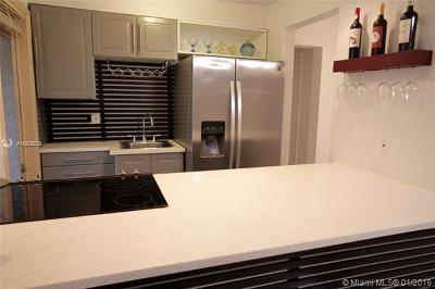 Miami Beach Condo For Sale: 1060 Pennsylvania Ave #7