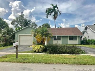 Sunrise Single Family Home Active With Contract: 9390 NW 33rd Mnr