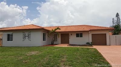 Hialeah Single Family Home For Sale: 6426 NW 199th Ln