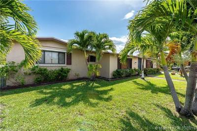 Miami Gardens Single Family Home For Sale: 2430 NW 204th St