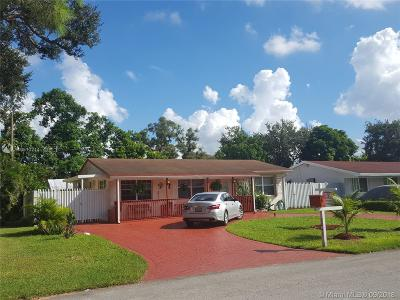 Pembroke Pines Single Family Home Active With Contract: 6841 SW 12th St