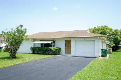 Tamarac Single Family Home For Sale: 9104 NW 72nd Ct