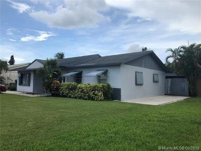 North Lauderdale Single Family Home For Sale: 7910 N Forest Blvd