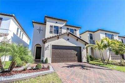 Hialeah Single Family Home For Sale: 3261 W 99th Pl