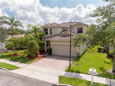 Pembroke Pines Single Family Home For Sale: 759 SW 121st Ave