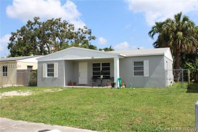 Oakland Park Single Family Home For Sale: 331 NW 53rd St