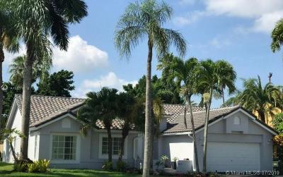 Weston Single Family Home For Sale: 1024 Laguna Springs Dr