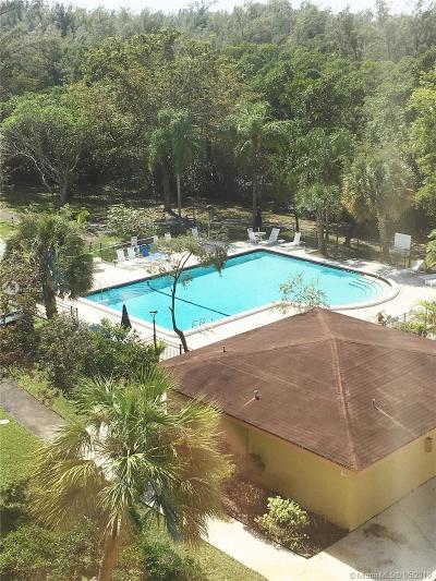 North Miami Beach Condo For Sale: 17890 W Dixie Hwy 415 Hwy #415