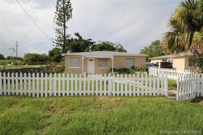 Riviera Beach Single Family Home For Sale: 156 W 16th St