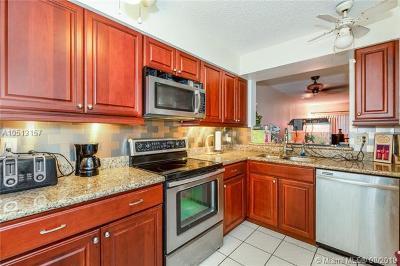 Coral Springs Condo For Sale: 10834 Cypress Glen #10834