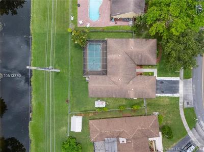 Plantation Single Family Home For Sale: 1320 NW 76 Ave