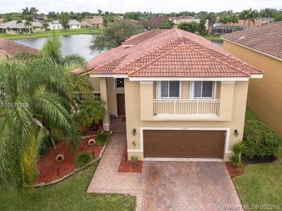 Davie Single Family Home For Sale: 14704 Via Tivoli Ct