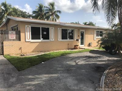 Hialeah Single Family Home For Sale: 7885 NW 185th St