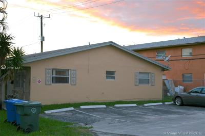 Oakland Park Multi Family Home For Sale: 3661 NE 1st Ter