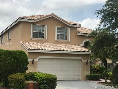 Pembroke Pines Single Family Home For Sale: 10541 SW 14th Ct