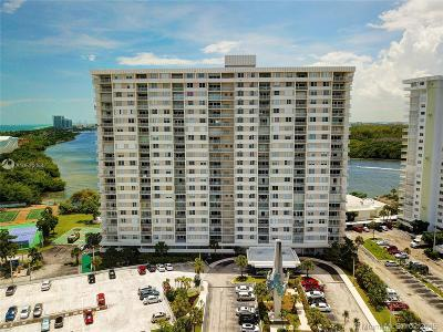 Sunny Isles Beach Condo For Sale: 300 Bayview Drive #207