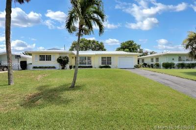Palm Beach County Single Family Home For Sale: 3854 N Carnation Cir N